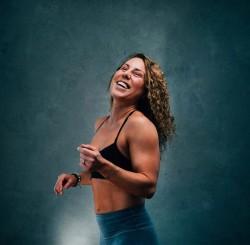 """036 Jeanne """"Athletic Yogi"""" : Être flexible ET forte, participer à une retraite en nature et jouer avec les limites du corps"""