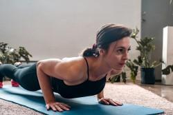 3 EXERCICES DE RENFORCEMENT POUR T'AIDER À FINALEMENT ENCHAÎNER 10 PUSH-UPS